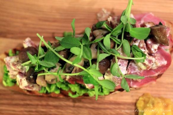 Gammon, mushrooms and peas on toast