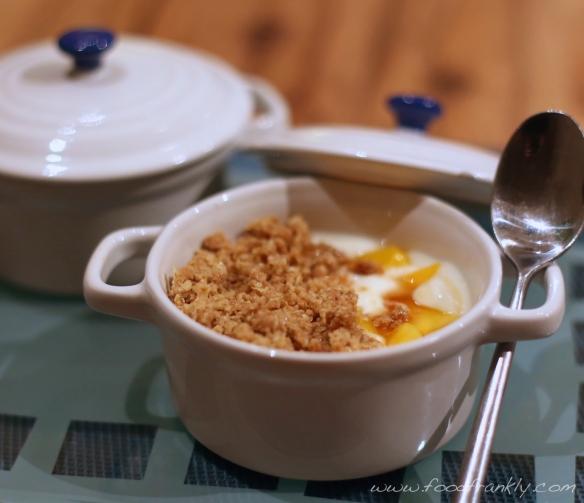 Mango yoghurt Crumble