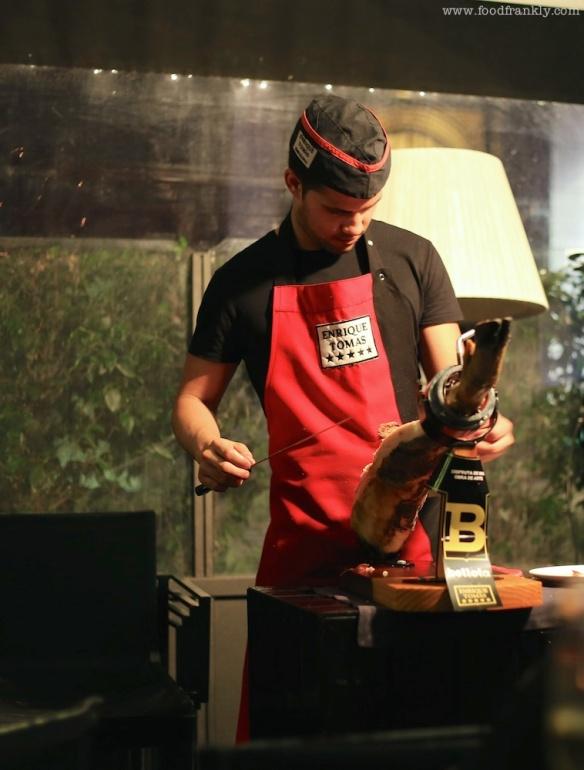Slicing serrano ham